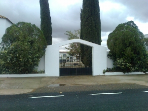 Puerta principal del Cementerio de Balboa