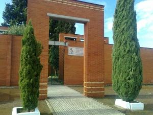 Puerta principal del Cementerio de Gévora