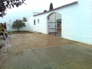 Puerta principal del Cementerio de Novelda.