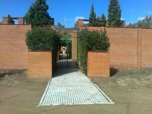 Puerta principal del Cementerio de Villafranco.