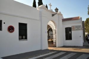 Puerta principal del Cementerio de San Juan. Enrique Vidarte