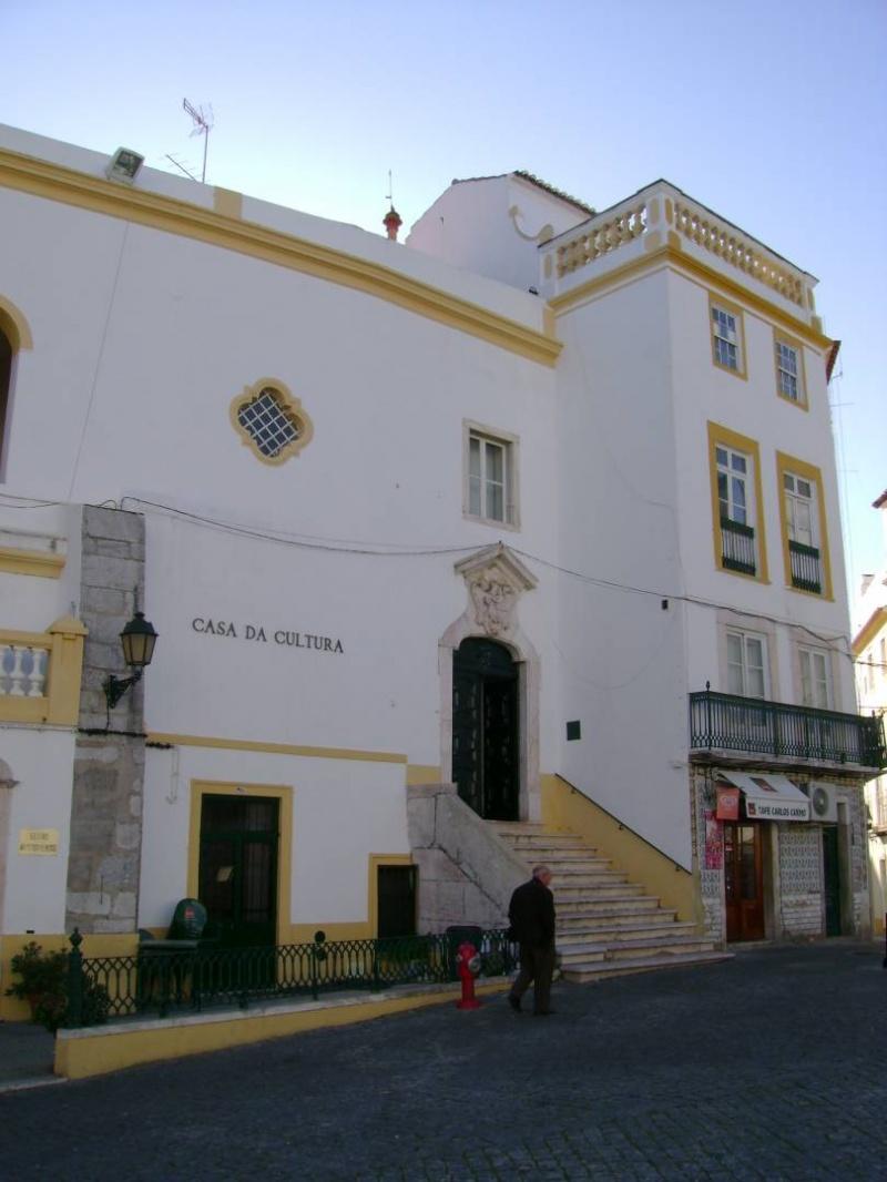 J�VENES CREACIONES EXTREME�AS SE EXPONEN EN ELVAS (PORTUGAL).