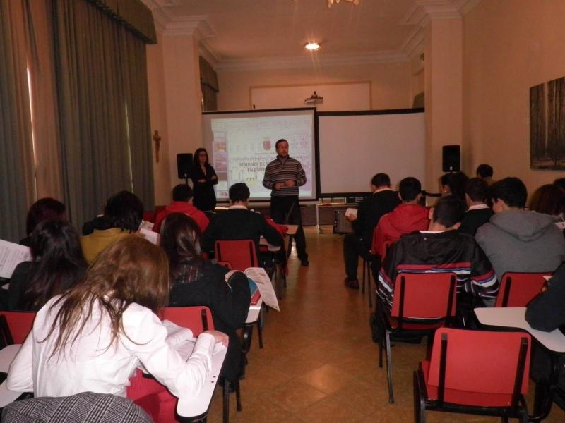 LOS CENTROS EDUCATIVOS DE LA CIUDAD SE ACERCAN  AL MUNDO EMPRESARIAL